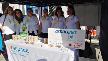 Los chicos de Aspace Navarra participan en la segunda Javierada para divulgar el proyecto de