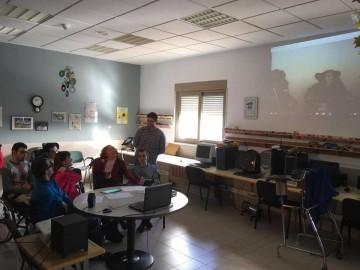 Videoconferencia sobre RedAspace entre Gijón y Cáceres