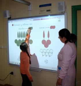 UPACE San Fernando recibe una pizarra digital gracias al movimiento ASPACE por su proyecto