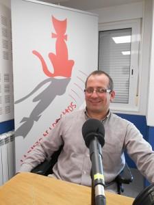 Jorge Liñares, locutor de la Radio de los Gatos, participa en un especial de La Opinión A Coruña