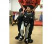 La asociación Esclat de Barcelona recibe un kit Upsee para favorecer la movilidad de niños y niñas con parálisis cerebral